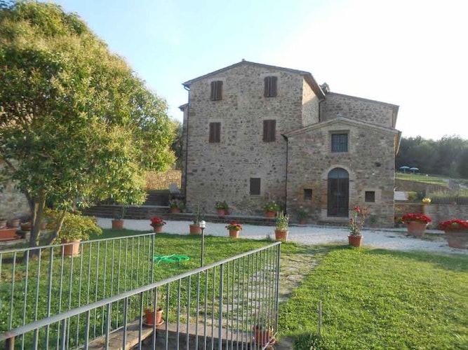 A family run farm and holiday apartments between Montalcino  & Siena
