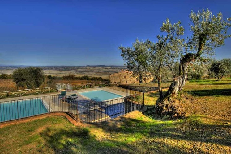 Enchanting panoramic views from the double pool at Bartoli Giusti