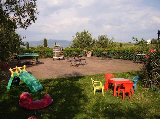 Per i più piccoli, un'area giochi ed un piscina con l'acqua più bass