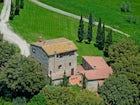 Classical Tuscan views on quiet family estate at Agriturismo Escaia
