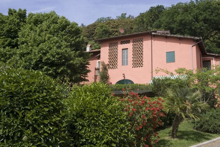 Immersed in nature and surround by plants and farmlife at Casa Rossa