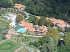 Agriturismo Casa Rossa with its pool, park, horses and games