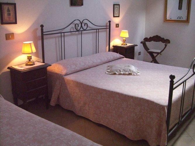 Cozy pink double bedroom