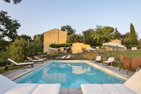 Agriturismo La Tinaia - Un grazioso giardino circonda il casale toscana 5 girasoli