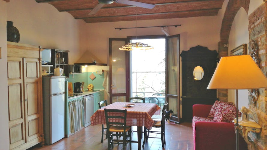 Agriturismo La Tinaia - Restored brick arches in the Erica apartment