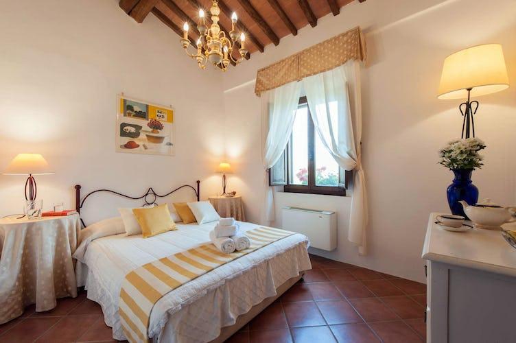 Agriturismo San Fabiano, camera matrimoniale con letto in ferro battuto