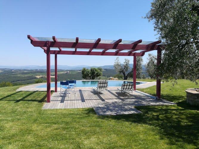 Agriturismo Vicolabate: la bellissima piscina si affaccia su uno dei panorami più affascinanti della Toscana