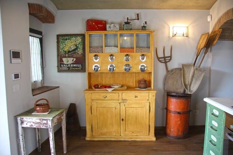 Agriturismo Vicolabate: forno a microonde, bollitore per il tè, macchinetta per il caffè e piano cottura elettrico