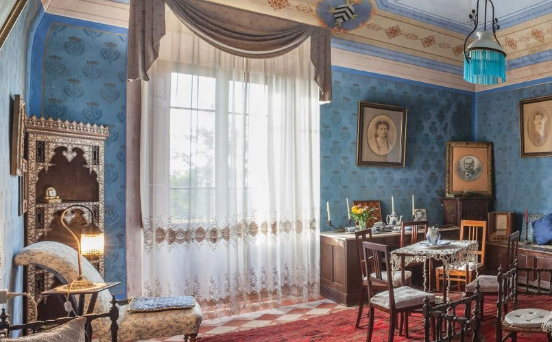 Ample common space for meals, reading & relaxing at Villa il Palazzino