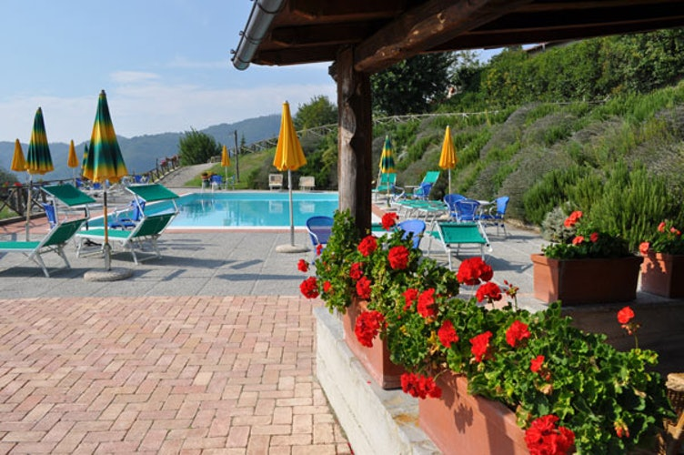La piscina panoramica, comune a tutto l'agriturismo