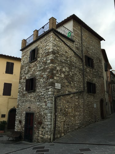 ART REBUS Tower historic vacation rental: Tower home from the 1200's