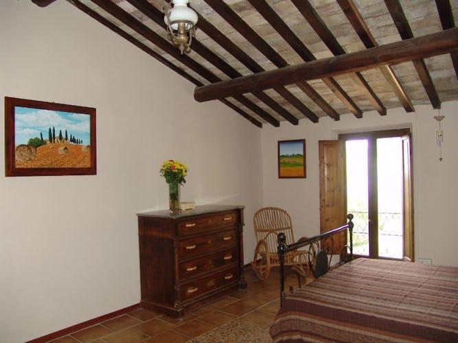 Camera con vista sulle verdi e sinuose colline del Valdarno