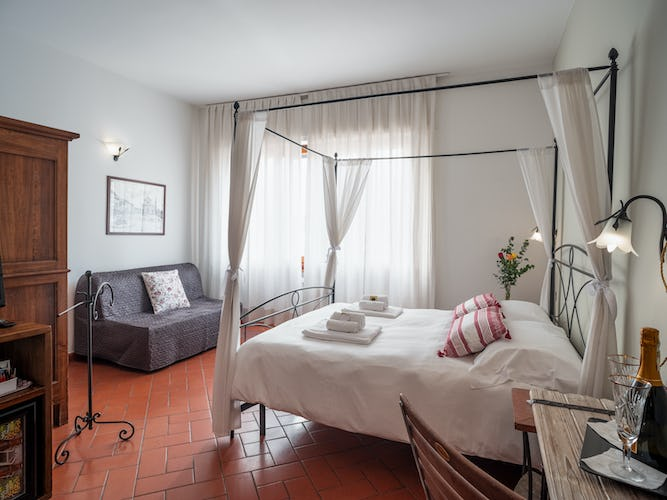 large-bedroom-bed-and-breakfast-florence