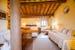 Camera Superla, con elementi caratteristici dell'architettura toscana