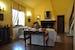 L'area comune con gli accoglienti divani ed il caminetto