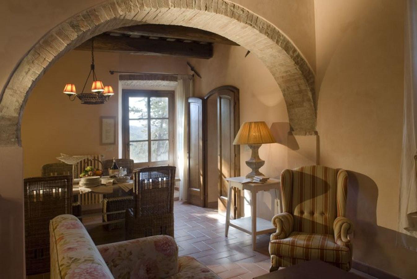 Borgo di pietrafitta relais in chianti offers b b and - Arco interno casa ...