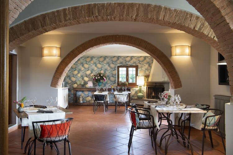 La sala dove viene servita la colazione, elegante e raffinata