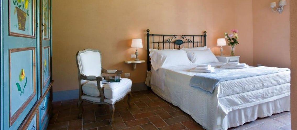 Camera La Leccina di Borgo I Vicelli, anch'essa simbolo della tradizione architettonica toscana