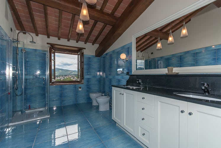 Borgo La Casa in Tuscany, Casa Girasole offers spacious bathrooms