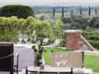 Dalla tenuta, si scorge la bellissima città di Siena in lontananza