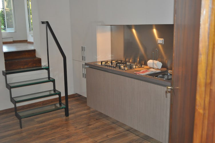 Kitchen with dining area for 4 persons, includes refrigerator & oven