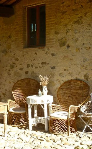 Enjoy the local wine while relaxing at B&B Casa Cernano