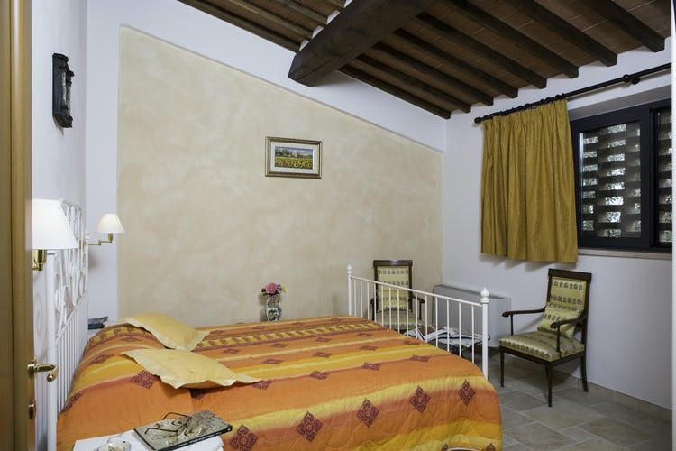 Agriturismo Casa dei Girasoli - Apartment rental Arancio, bedroom with WiFI