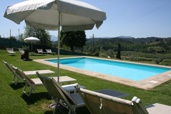 Casa Vacanze i Cipressi and holiday apartments: in the Lucca countryside