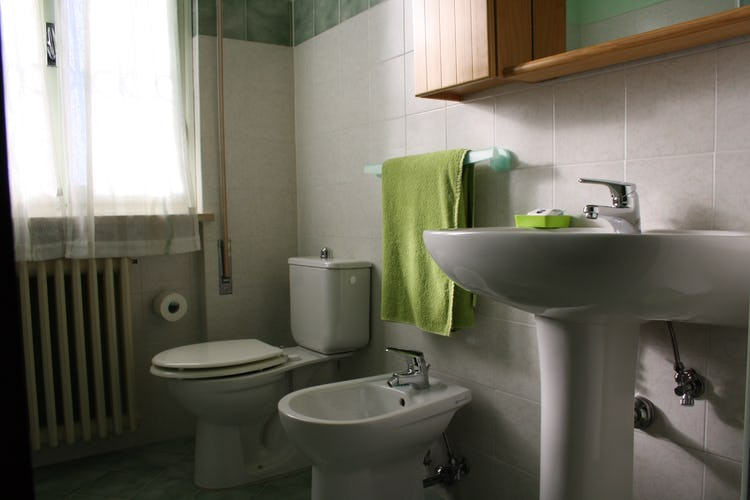 Casa Vacanze i Cipressi and holiday apartments: full service bathroom