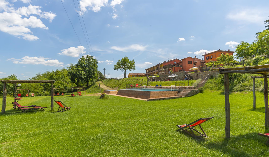 Casa Vacanze Le Fornaci:  Family fun with wide green spaces