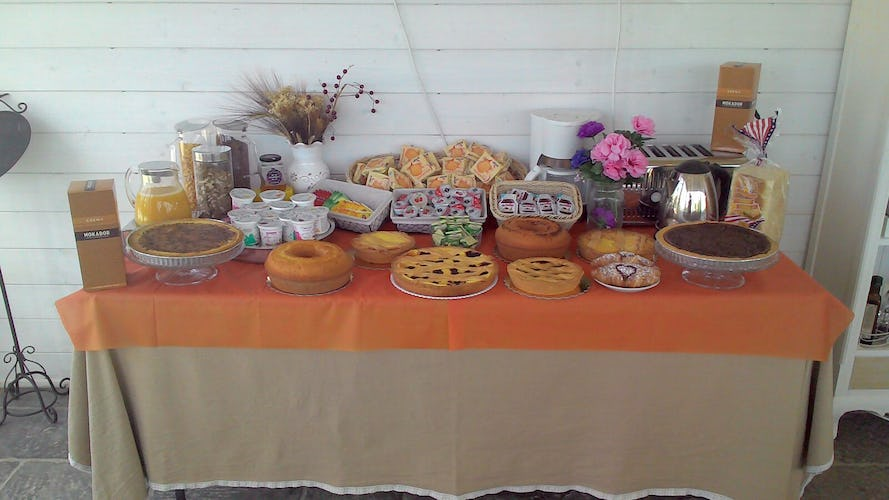 Casale Cardini - A rich breakfast buffet