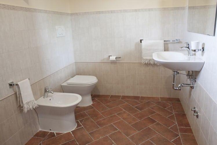 Casale Cardini - Bedrooms with en suite bathroom