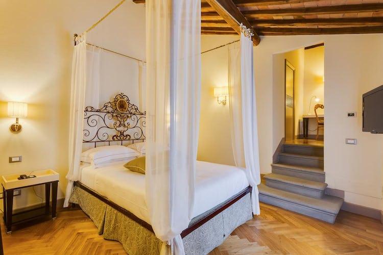 Castello La Leccia - l'eleganza e la semplicità dell'arredo ricordano atmosfere di altri tempi