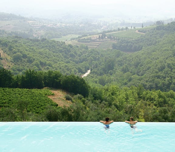 Castello Vicchiomaggio :: Endless panoramic views from the infinity pool
