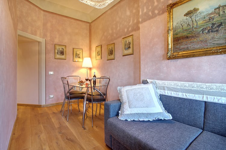 Cupido Vacation Rental Apartment in Florence, Italy: Tranquility in the city center