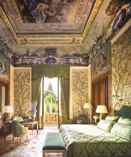 Four Seasons Hotel Firenze: Frescoed decor and elegant bedrooms