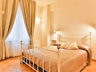 Golden Bridge Holiday Apartments in Florence with a fresh modern decor