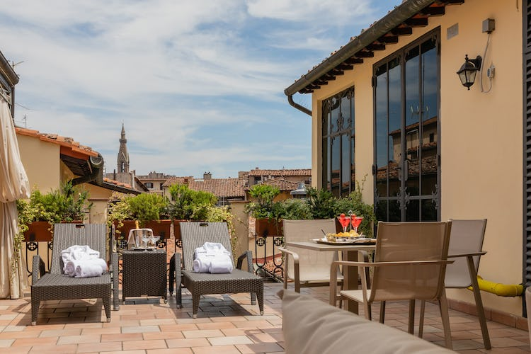 Hotel Bernini Palace - rooftop terrace with lounge chairs