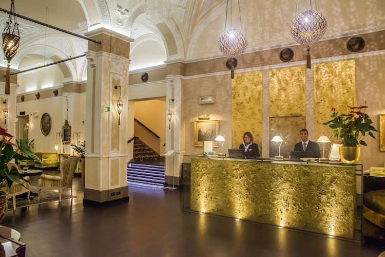 Hotel Bernini Palace - La reception con lo staff accogliente e sempre disponibile