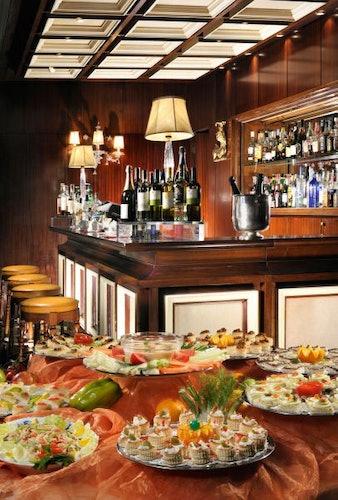Ricco ed abbondante Happy Hour organizzato dall'Aemircan Bar