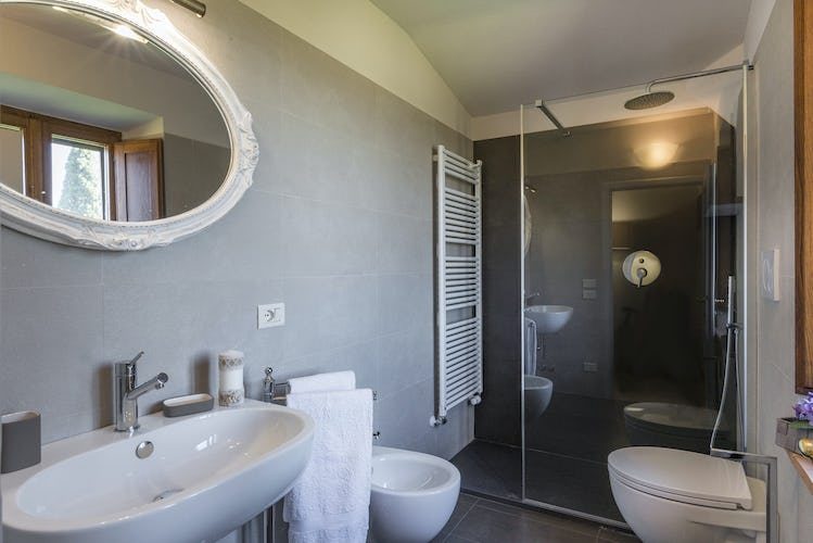 I Cipressini Villa Rental: modern bathrooms