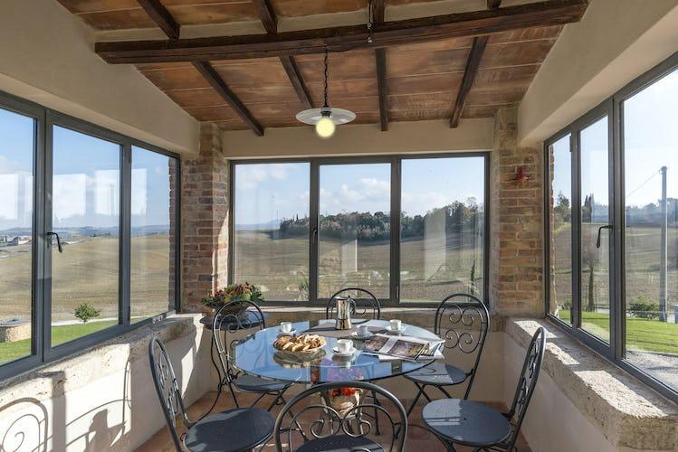 Villa I Cipressini: la veranda coperta, per godersi la colazione o un aperitivo con vista sul magnifico paesaggio anche in inverno