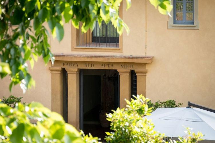 Un contesto elegante e accogliente per rilassarsi e godersi la Toscana