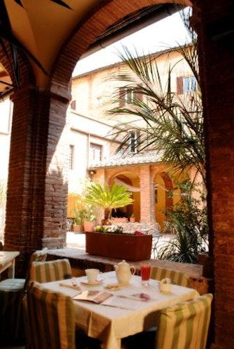 Breakfast in the courtyard  at il Chiostro del Carmine