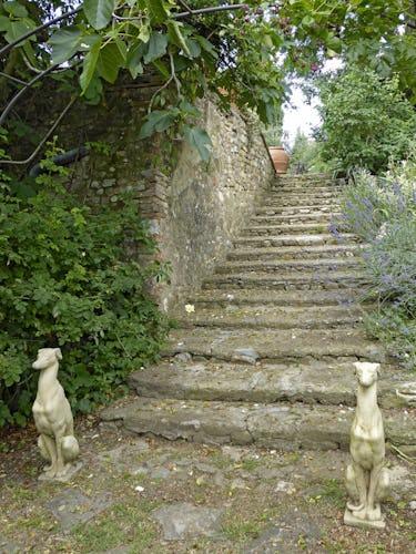 La ricchezza dei dettagli artistici del giardino lo rende un luogo magico, dove perdersi per poi ritrovarsi nella propria serenità