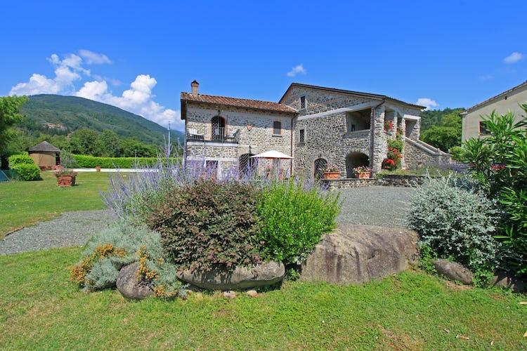 La Loggia Fiorita, villa per vacanze in Toscana con giardino esclusivo