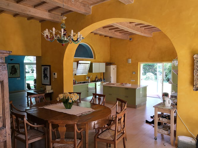 La Villa con gli Archi and a supersized kitchen where everyone can participate in the meals.