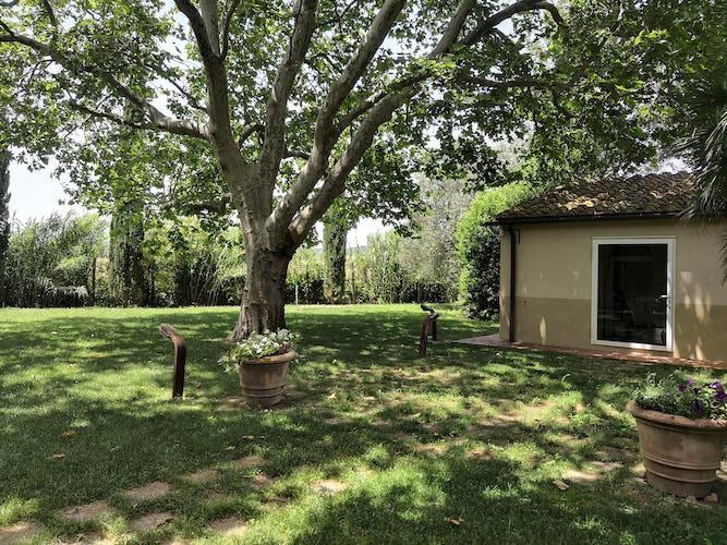La Villa con gli Archi is surrounded by a rich, green garden with spectacular trees and blossoms