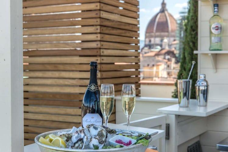 Hotel Machiavelli Palace - la magia di un bicchiere di prosecco assaporato sulla terrazza panoramica con vista su Firenze