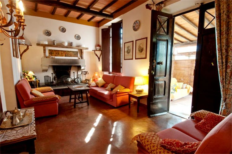 Six self catering apartments at Macinella Sunflower Apartments